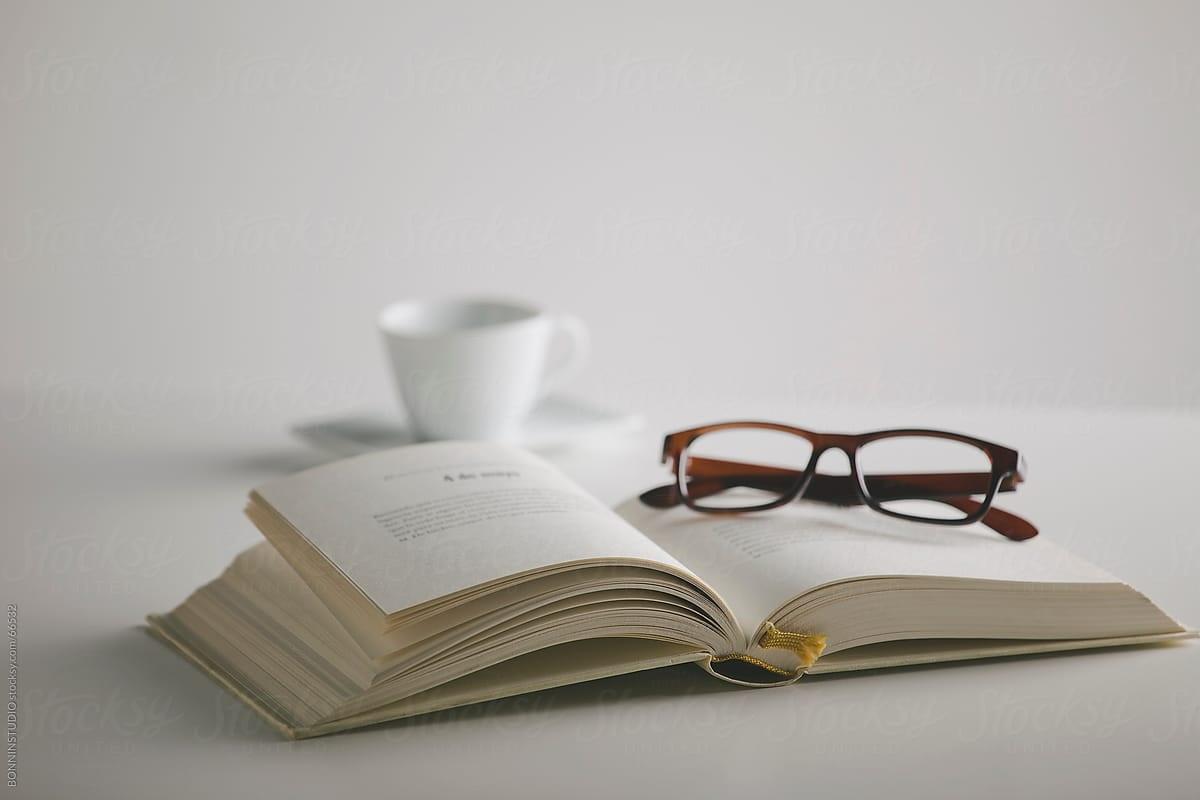 Λογοτεχνικές ανα-γνώσεις